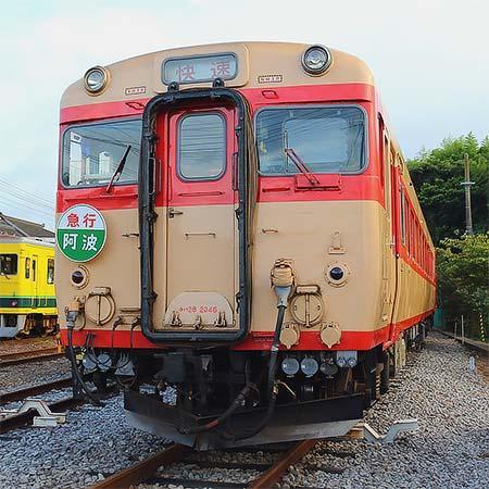 1月2日 いすみ鉄道,キハ28形にヘッドマークを取り付けて運転