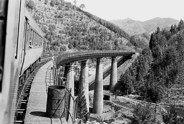 「写真展 県北の鉄道―急行列車が行く―」開催