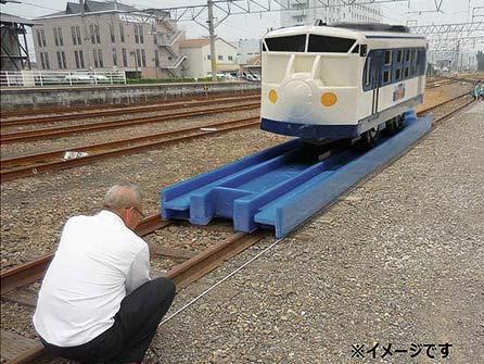 伊予西条駅構内の青いレールイメージ
