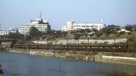 名古屋レール・アーカイブス所蔵のコダクローム作品から東京オリンピック開催を前にした首都圏の鉄道情景 その1首都圏の空の下 旧形国電が走る