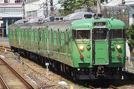 京都総合運転所の113系C13編成が緑色一色に