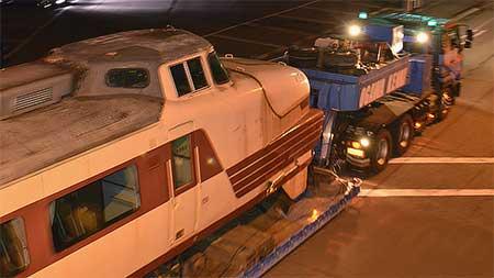クハ489-501が,保存先の小松市へ陸送される