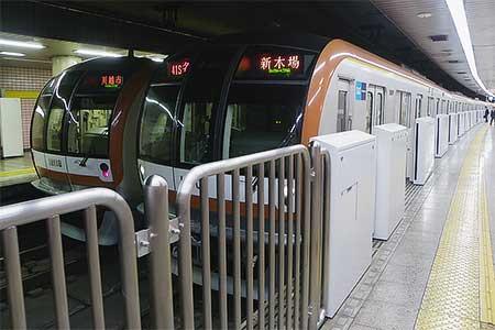 有楽町線新富町駅にホームドア設置