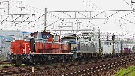 国鉄色DD51とEF66形0番台が重連運転