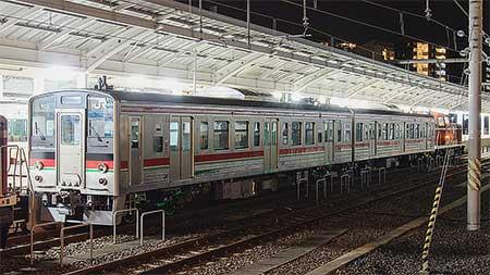 JR四国121系第3編成が7200系となり出場