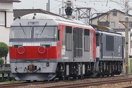 DF200-223が甲種輸送される