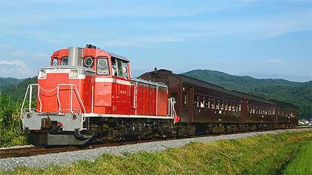 """小海線で""""旧型客車八ヶ岳号""""運転"""
