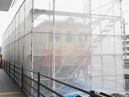 鉄道博物館でキハ11 25の塗装工事がはじまる