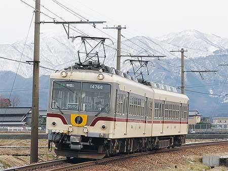 富山地方鉄道で「宇奈月温泉100名月物語」看板