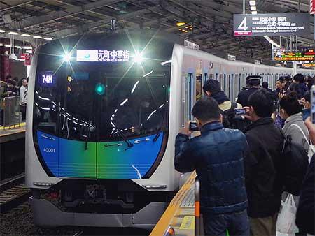 """西武40000系""""Sトレイン""""の運転開始"""