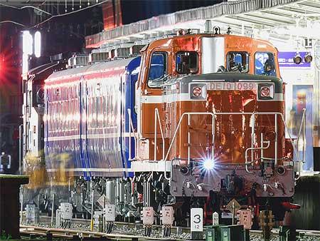 東武鬼怒川線でSL「大樹」用車両の夜間試運転