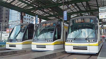 鹿児島市交通局,ユートラムII3編成が並ぶ