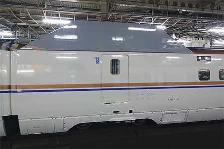 E7系F13編成に遮音板が取り付けられる