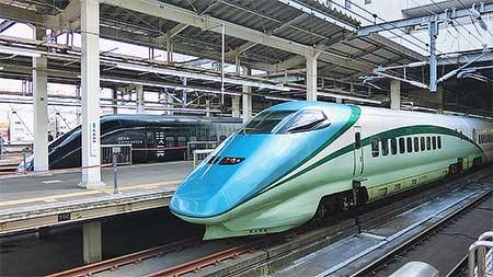 大宮駅で「とれいゆ」と「GENBI SHINKANSEN」が展示される