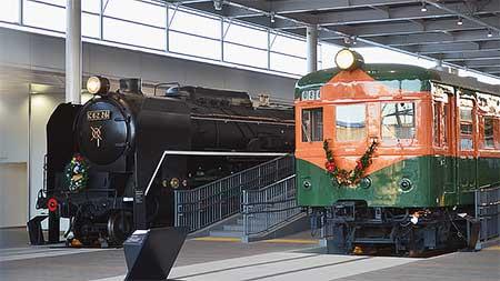 京都鉄道博物館の展示車両にクリスマス装飾