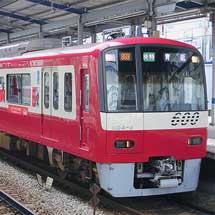 京急「コカ・コーラ ラッピング電車」運転