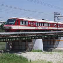西鉄8000形に世界文化遺産登録のラッピング