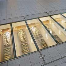 鉄道博物館 メインエントランスにC58形のナンバープレート展示