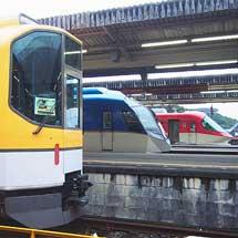 近鉄で20000系「楽」営業運転開始25周年記念ツアー列車運転