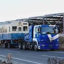 関東鉄道キハ100形2両が保存先へ陸送される
