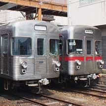 長野電鉄3500系が3編成並ぶ