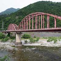 日本の鉄道遺産天竜川をまたいだランガー橋 −旧佐久間ダム専用線・天竜川橋梁(中部大橋)−