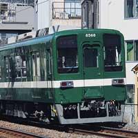 東武8000系8568編成が試験塗装リバイバルカラーに
