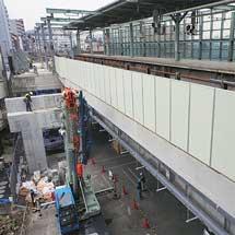 小田急登戸駅で1番ホームの整備工事が進む