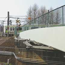 日本の鉄道遺産山手線の踏切に架かる跨線道路橋-中里跨線道路橋-