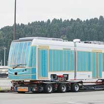 富山地鉄T100形が陸送される