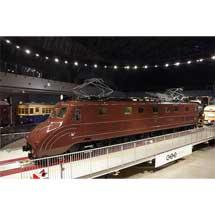 鉄道博物館,車両ステーション転車台上の展示車両を,EF55形式電気機関車からC57形式蒸気機関車に変更