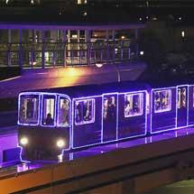 南港ポートタウン線で「イルミネーション列車」運転